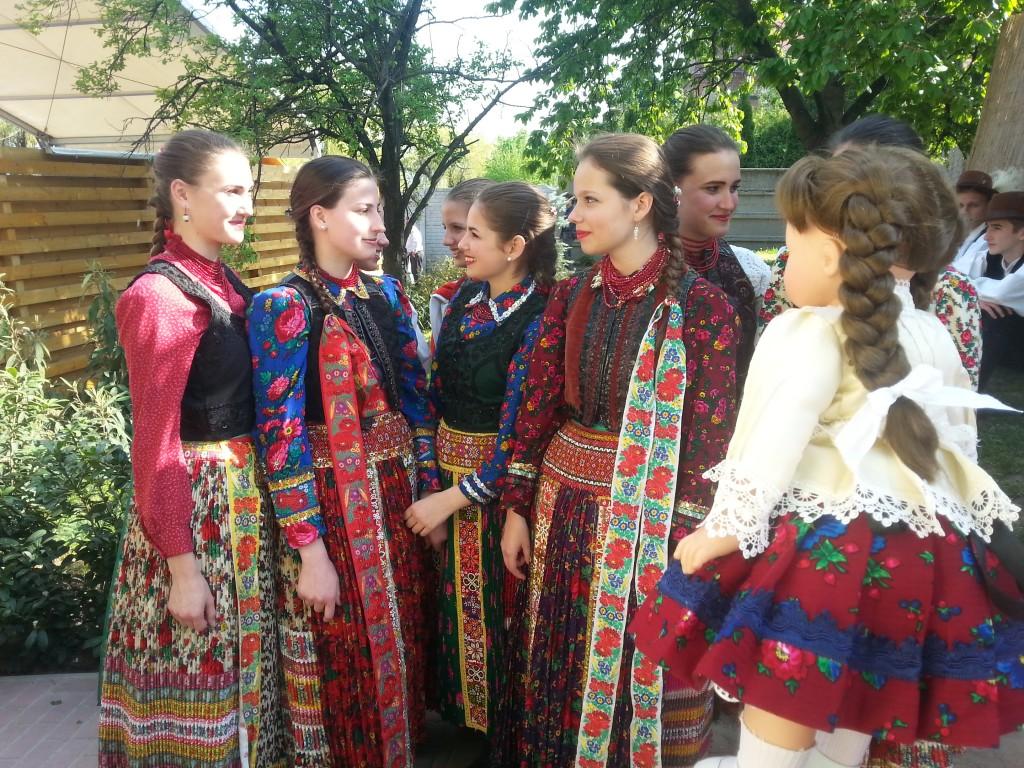 Nemzetiségek együtt_folkpedia_03