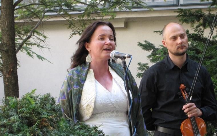 """""""Fölébreszteni az emberekben az éneklés magányát"""" – Nyitrai Mariann"""