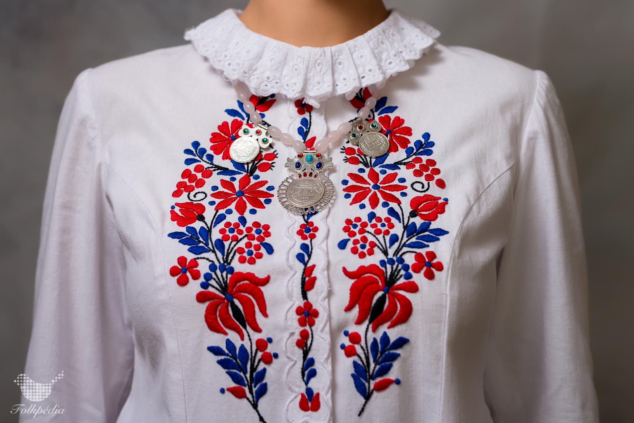 Kalocsai viseletek - Folkpédia 47997b7606